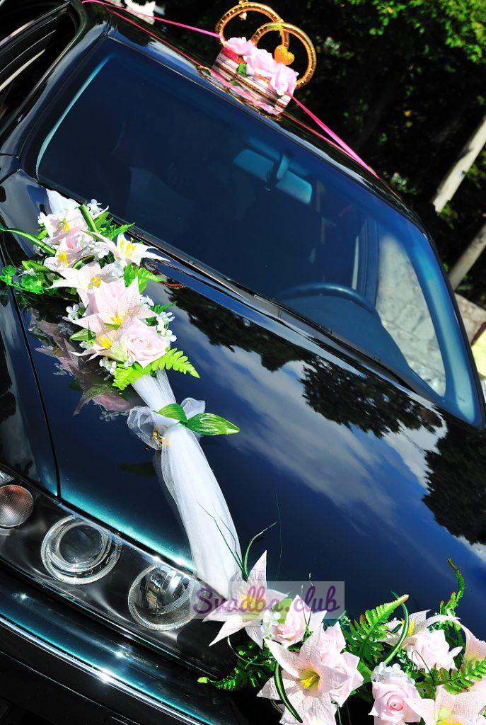 кольца на свадебной машине