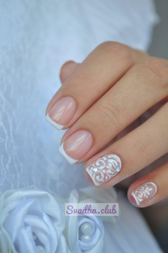 на фото - свадебный маникюр, на короткие ногти