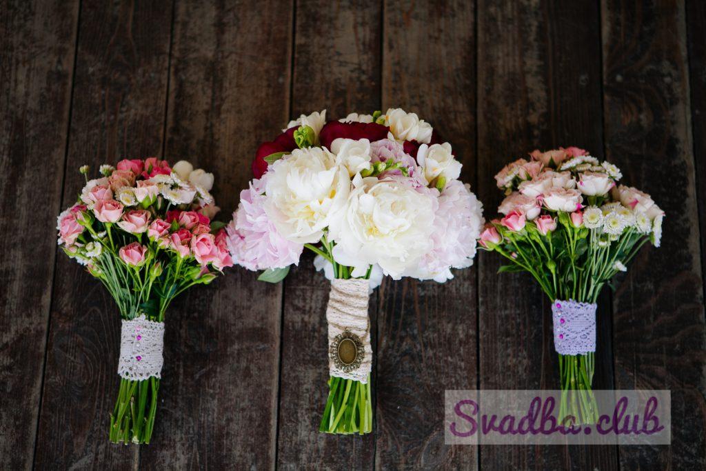 3 свадебных букета из пионов