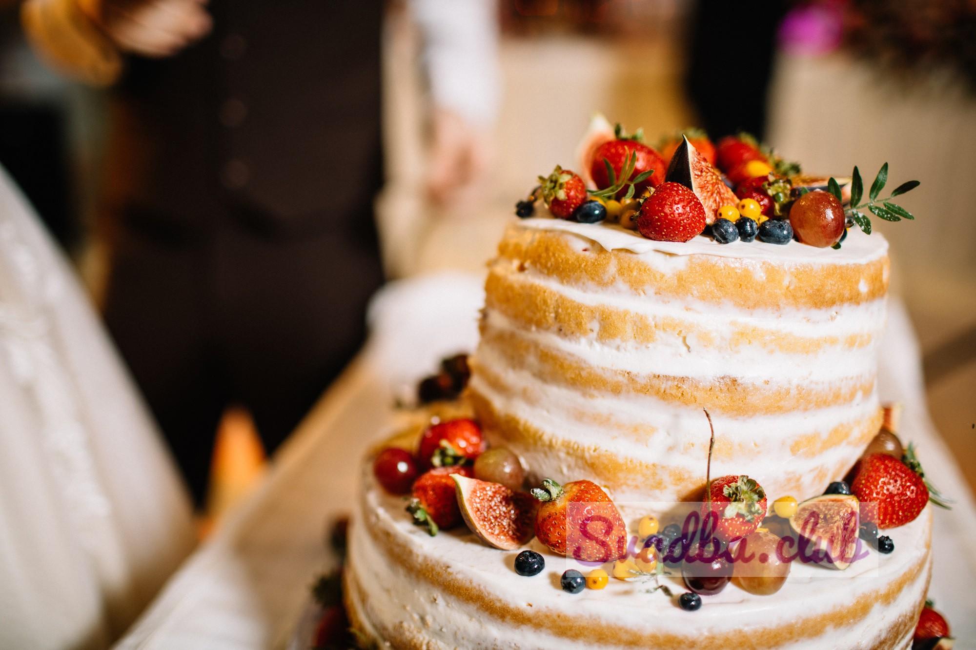 2 ярусный торт с фруктами свадебный