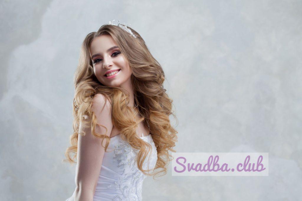 Прическа на среднюю длину волос на свадьбу